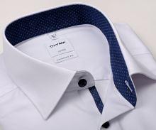 Koszula Olymp Comfort Fit – biała z delikatną strukturą i granatową wewnętrzną stójką
