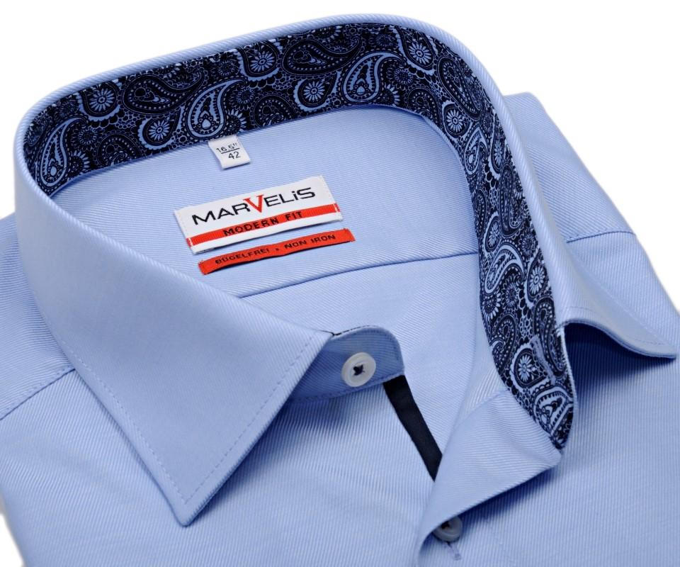 Koszula Marvelis Body Fit – biała z niebieską wewnętrzną stójką, mankitem i plisą