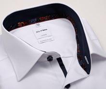 Koszula Olymp Comfort Fit – biała z wplecionym wzorem i granatową wewnętrzną stójką - extra długi rękaw
